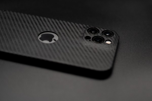 Carbon Cover iPhone 12 Pro with Logowindow